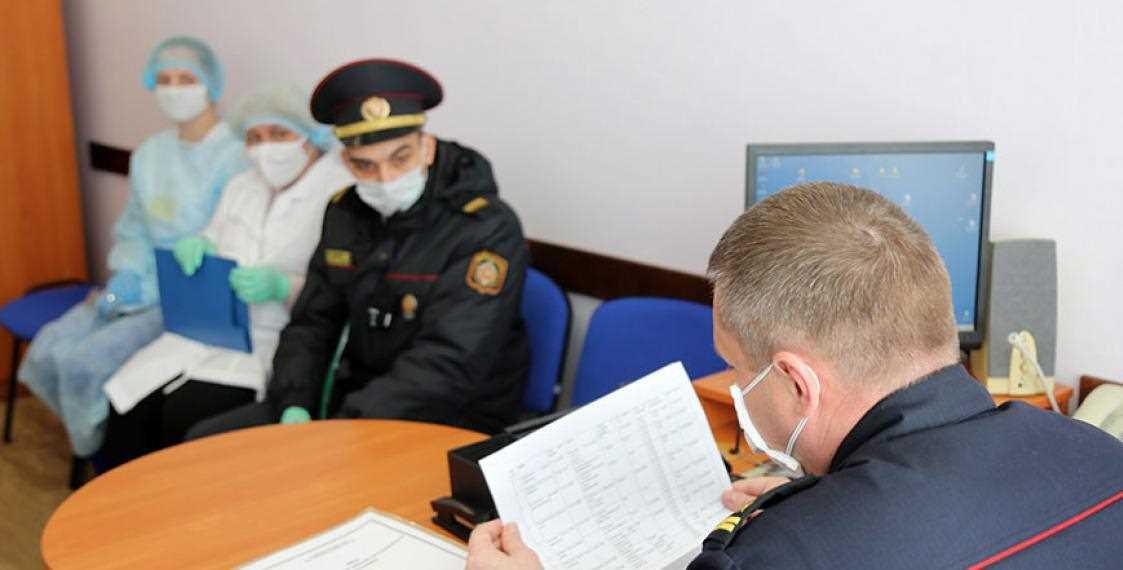 Мужчине, который ухаживает за матерью с коронавирусом, дали штраф на 1080 рублей