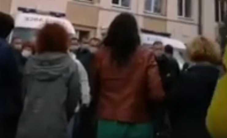 Видеофакт: в Бобруйске врачи скорой массово выражают недовольство на встрече с БТ