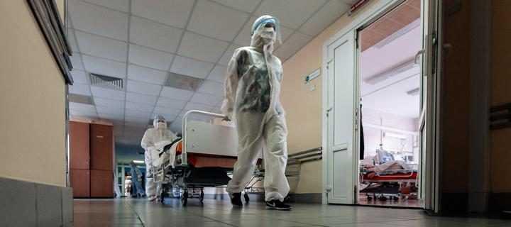 «Это унизительно». Медики из Борисова утверждают: работу с COVID-19 будут считать и оплачивать по минутам