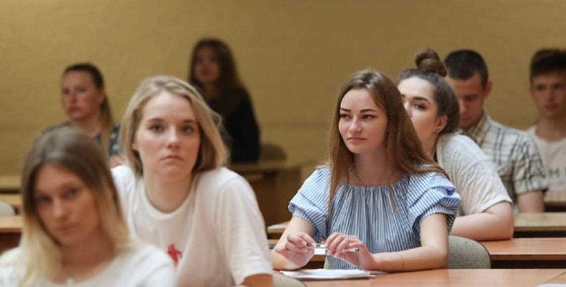 Минобразования рекомендует принимать выпускные экзамены в школах в масках
