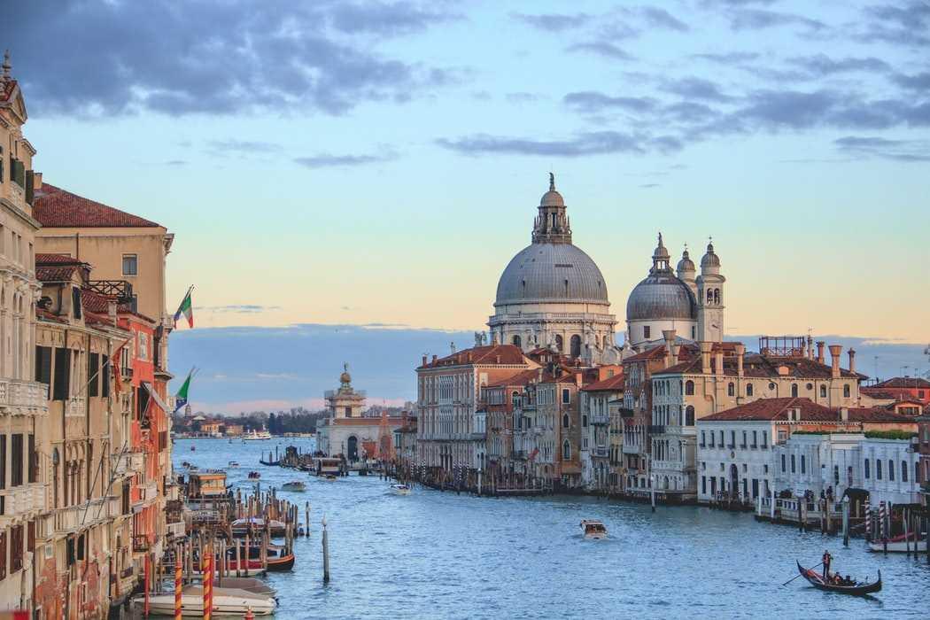 Визовый центр Италии возобновит прием документов с 21 мая