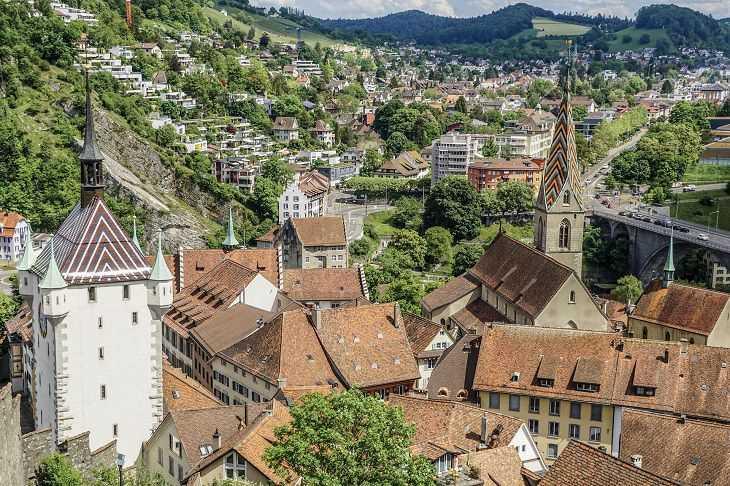 В июне Швейцария откроет границы и разрешит массовые мероприятия