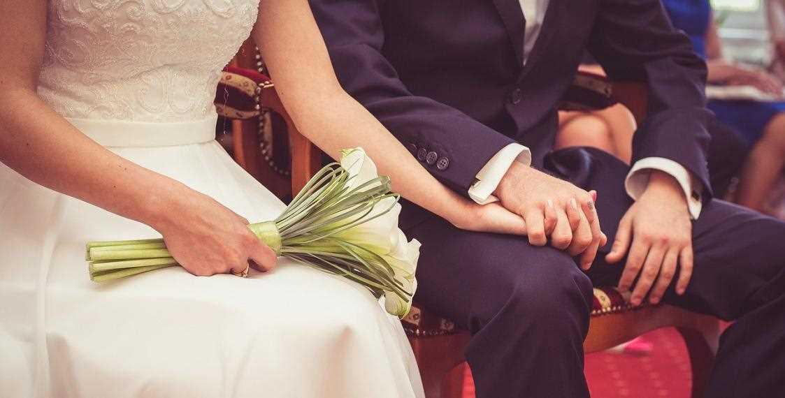 Белорусам запретили собираться на регистрации брака больше 10 человек